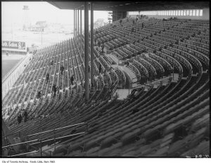 Maple Leaf Stadium, grandstand seating